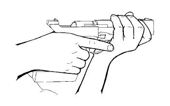 Position de la main sur la crosse : vue de profil
